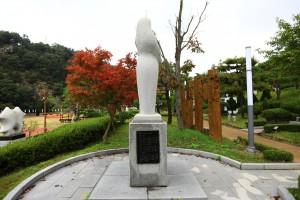뿌리공원 성씨비 (광주이씨,우측면)